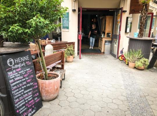 Außenansicht eines Cafes