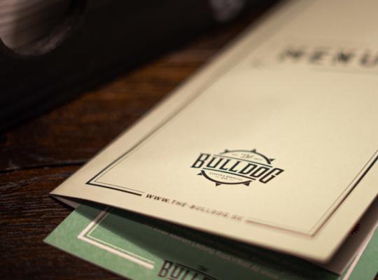 Speisekarte der Bulldog Burger und Hotdog Bar