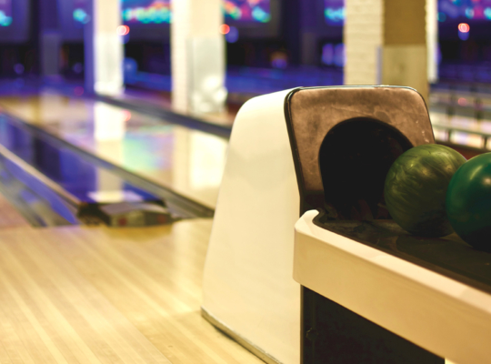 Foto einer Bowlingbahn