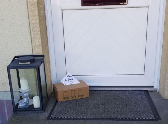 Kuchen von ARTCakebyAline vor einer Haustür