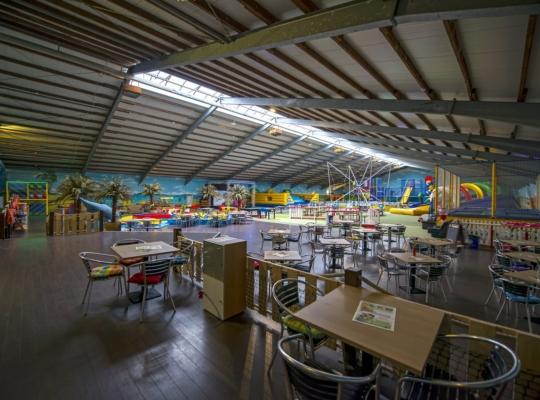 Spielhalle mit Spielgeräte für Kinder